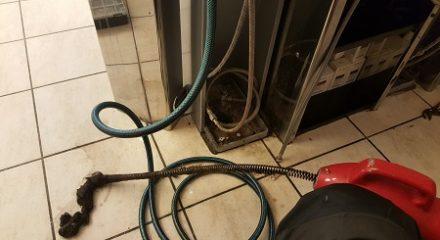Reinigung eines Badsyphon mit Spirale